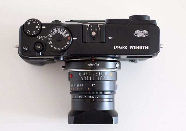 Ein Leica M Objektiv an einer Fuji X-Kamera wie der X-Pro1 macht eine gute Figur und liefert eine brillante Bildqualität.