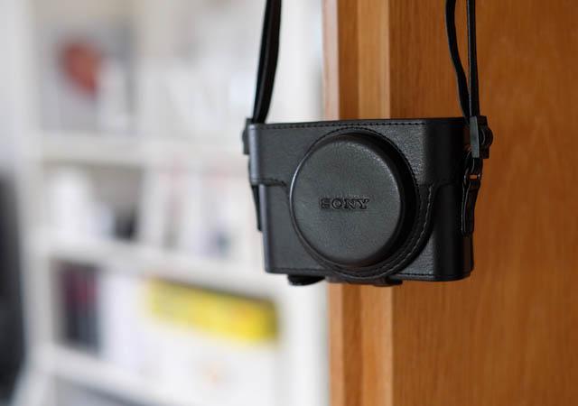 An der Tür Zubehör Ledertasche geschlossen Sony RX 100 Test