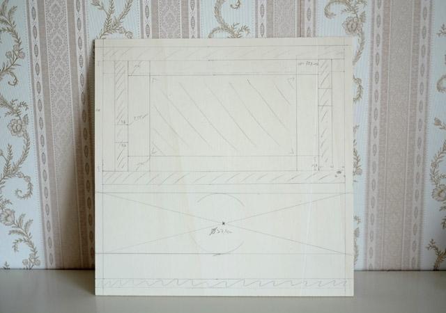 Die Frontplatte der Photobox mit den eingezeichneten Ausschnitten für das Tablet und das Kameraobjektiv.