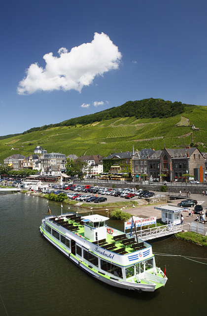 Blick über die Mosel auif Bernkastel, Bernkastel-Kues, Rheinland-Pfalz